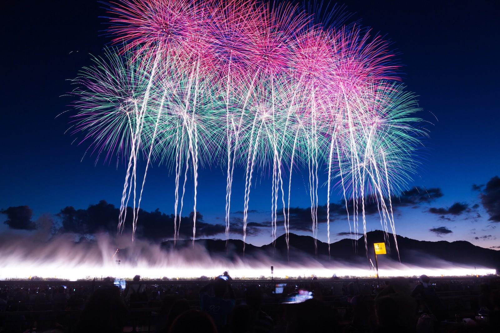 江ノ島花火大会2018!日程と有料席、穴場をまとめてチェック!