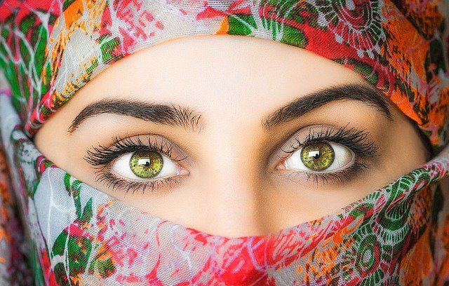 イスラム教はなぜ一夫多妻制で女性の服装にうるさいの?[60分でクルアーン6]